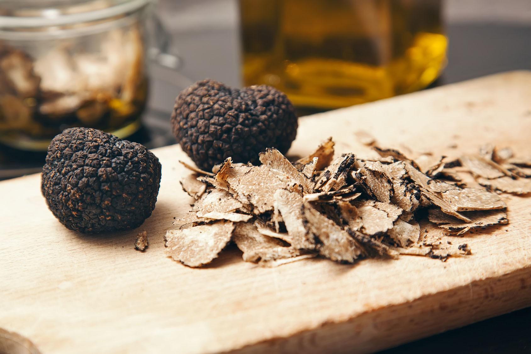Nấm truffles: nguyên liệu được xưng tụng là thần thánh của các nhà hàng hạng sang, có giá lên đến 1 tỷ cho khoảng 2kg - Ảnh 2.