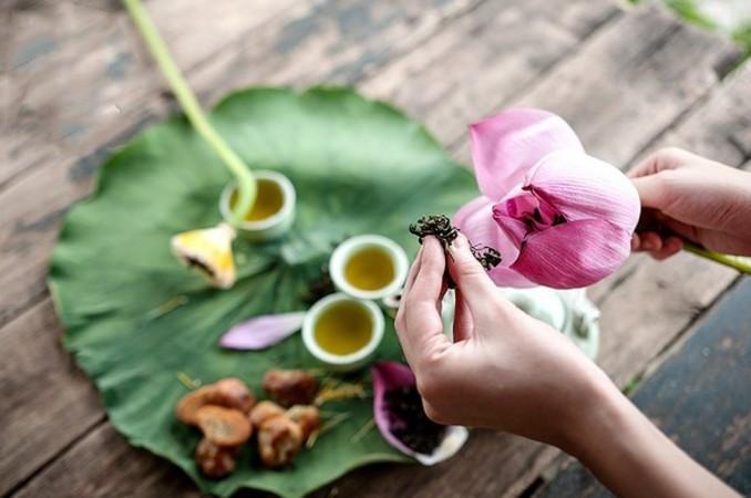 Có một khía cạnh ẩm thực Việt được ôm ấp bởi những đoá hoa sen thanh khiết - Ảnh 2.