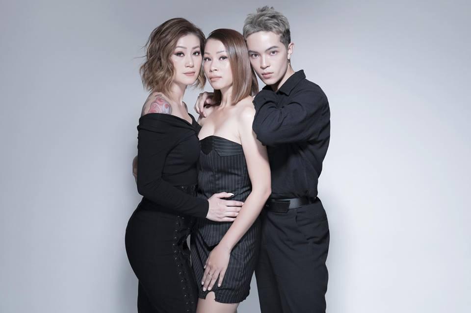 Gia đình ai cũng đẹp của Kelbin Lei: Mẹ U60 phối đồ xịn xò, hai chị gái dẫn đầu trong khoản hack tuổi - Ảnh 15.