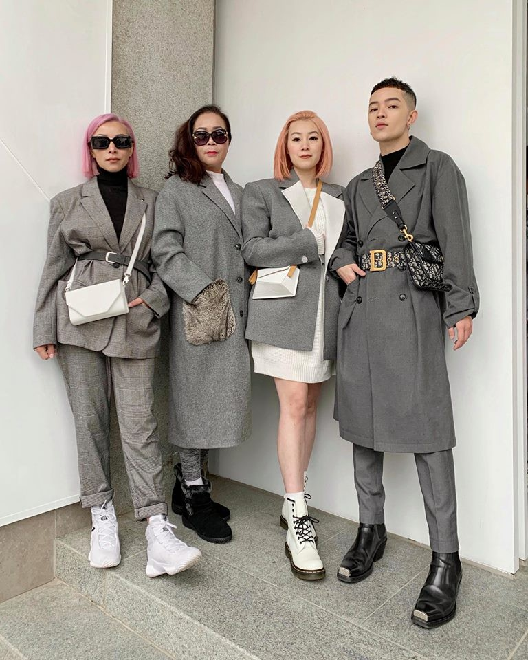 Gia đình ai cũng đẹp của Kelbin Lei: Mẹ U60 phối đồ xịn xò, hai chị gái dẫn đầu trong khoản hack tuổi - Ảnh 1.
