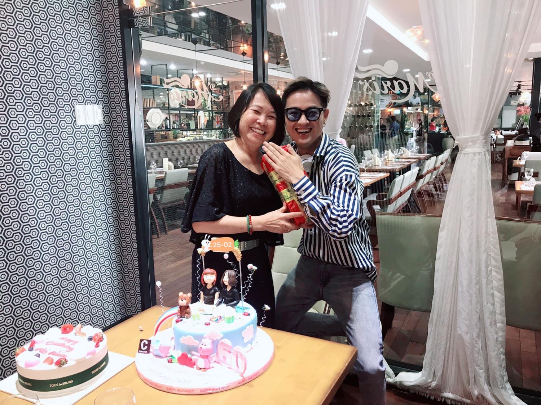 Vợ chồng Khởi My - Kelvin Khánh cùng hội bạn thân tổ chức sinh nhật tròn 60 cho má Năm - Ảnh 4.