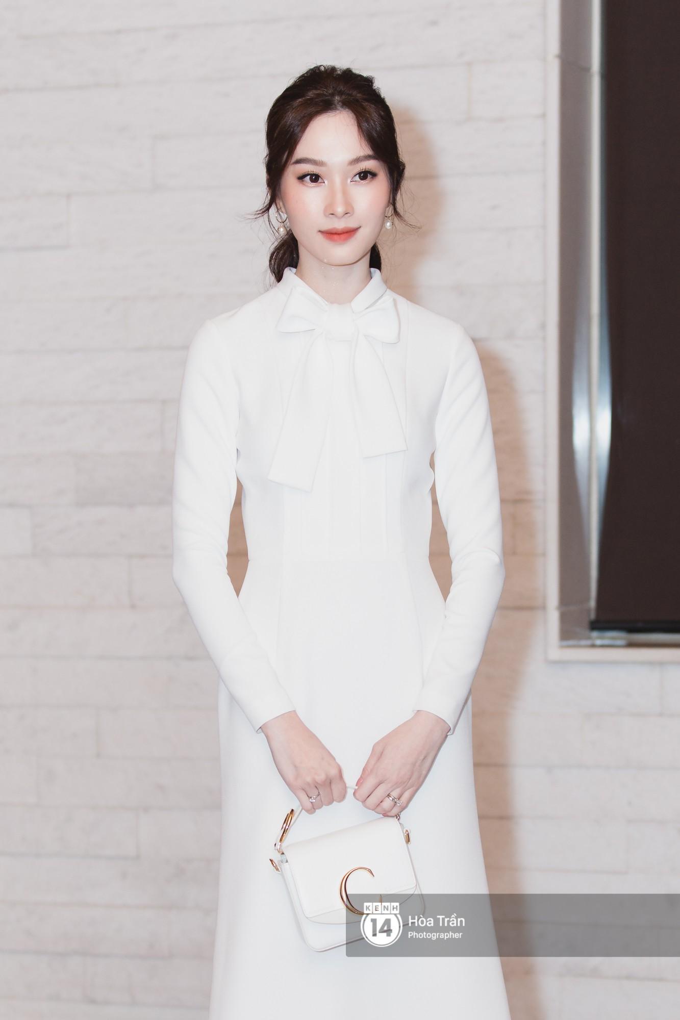 Giữa một dàn mỹ nhân giật giũ như Hari và Jun Vũ, Hoa hậu Đặng Thu Thảo giản dị mà vẫn trội bật - Ảnh 1.