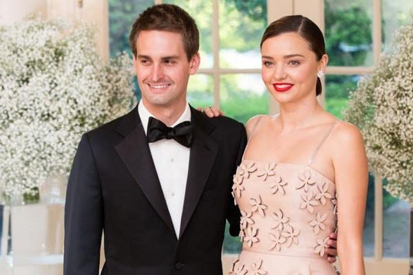 Cựu thiên thần Victorias Secret Miranda Kerr mang bầu lần thứ hai cùng người chồng tỉ phú kém 7 tuổi - Ảnh 1.