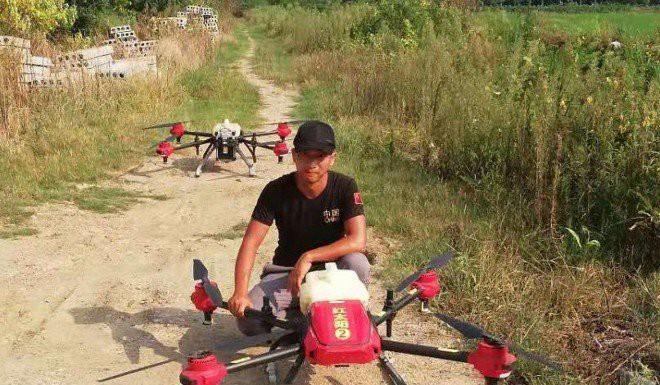 Nghề hot ở nông thôn Trung Quốc: Làm phi công lái drone, mỗi tháng kiếm hơn 180 triệu đồng - Ảnh 1.