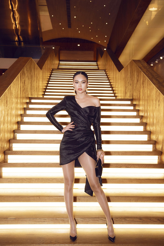 Giữa một dàn mỹ nhân giật giũ như Hari và Jun Vũ, Hoa hậu Đặng Thu Thảo giản dị mà vẫn trội bật - Ảnh 7.