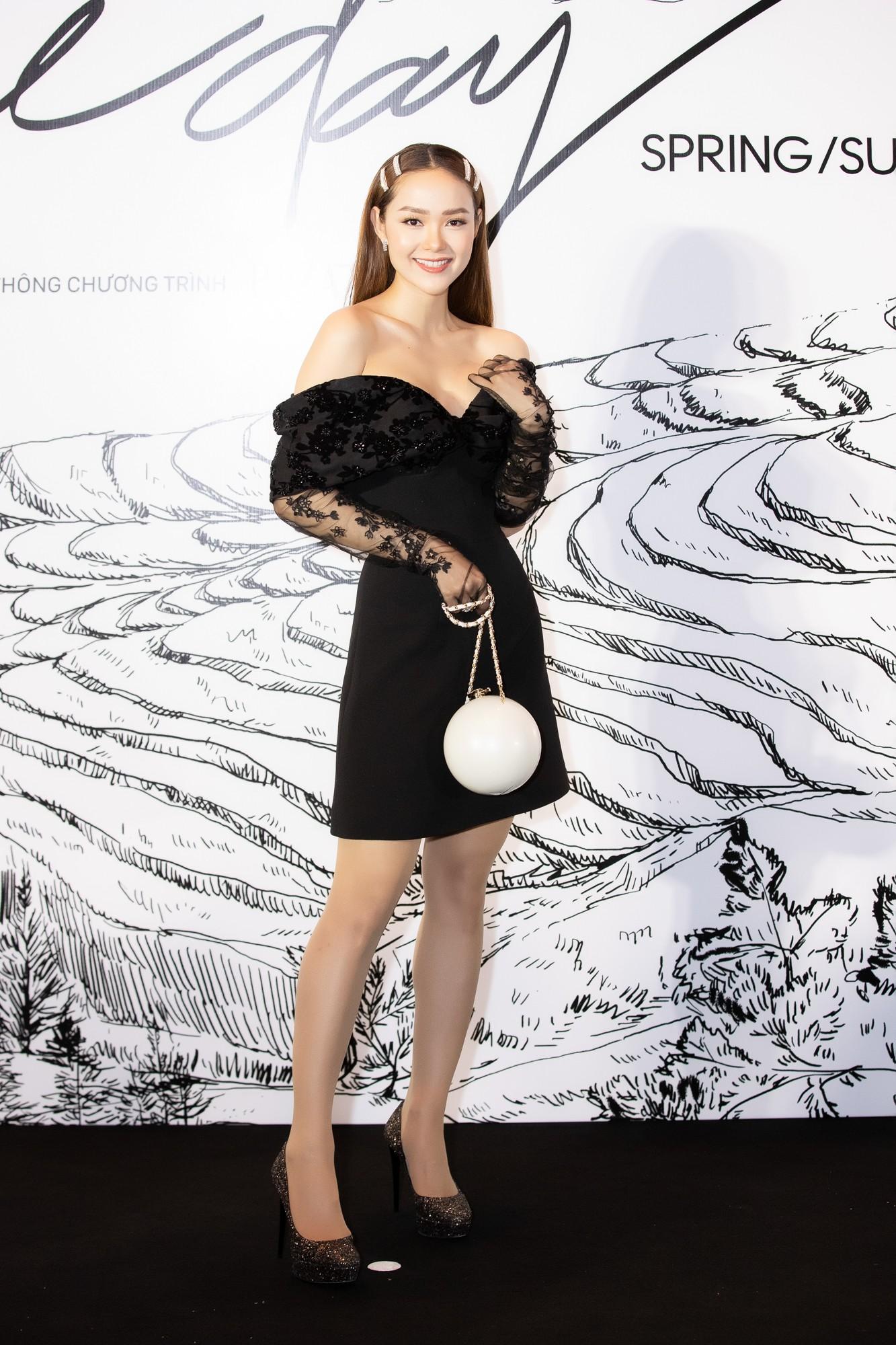 Giữa một dàn mỹ nhân giật giũ như Hari và Jun Vũ, Hoa hậu Đặng Thu Thảo giản dị mà vẫn trội bật - Ảnh 18.