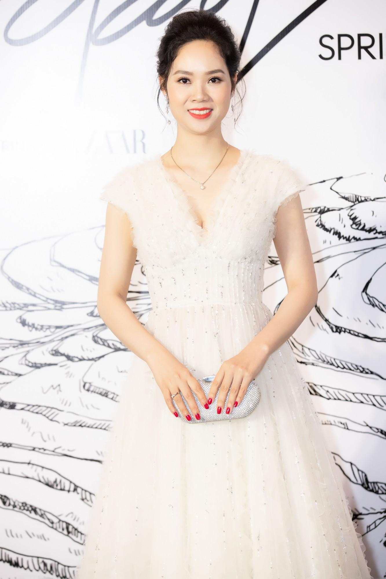 Giữa một dàn mỹ nhân giật giũ như Hari và Jun Vũ, Hoa hậu Đặng Thu Thảo giản dị mà vẫn trội bật - Ảnh 22.