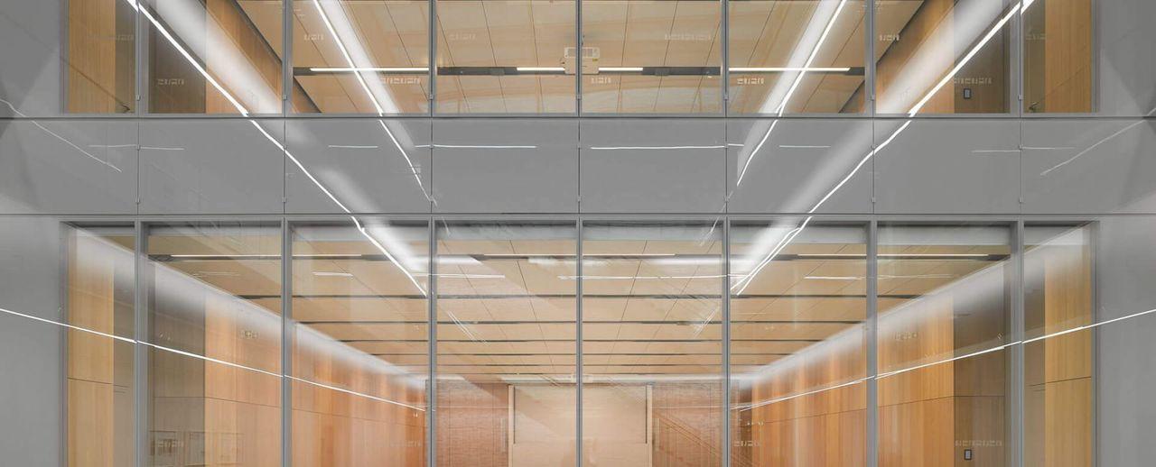 Trường Đại học sáng tạo đỉnh cao với cầu thang trượt Parabol từ tầng 4 xuống tầng 1 giúp sinh viên di chuyển dễ dàng - Ảnh 4.