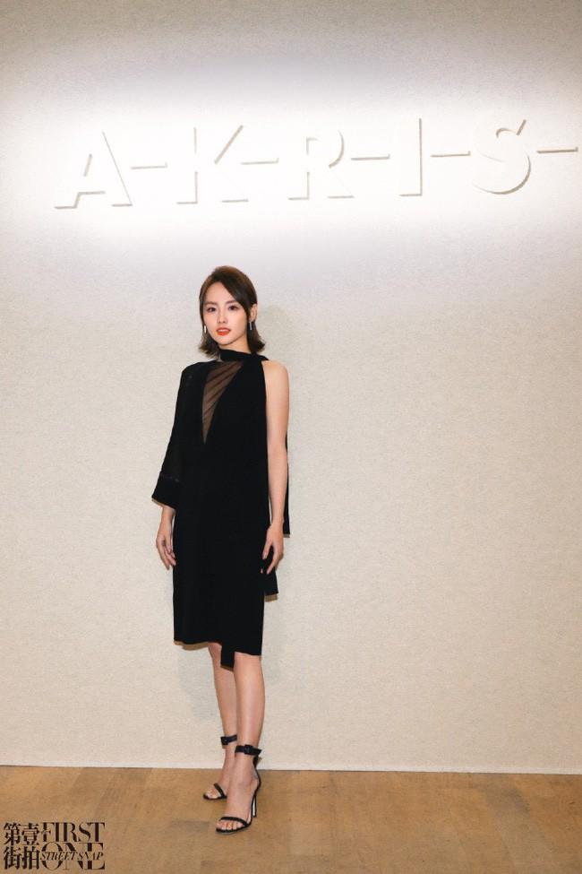 Không hổ danh là mỹ nhân đẹp nhất Diên Hi, Trương Gia Nghê hút mọi ánh nhìn tại Tuần lễ thời trang Paris - Ảnh 7.