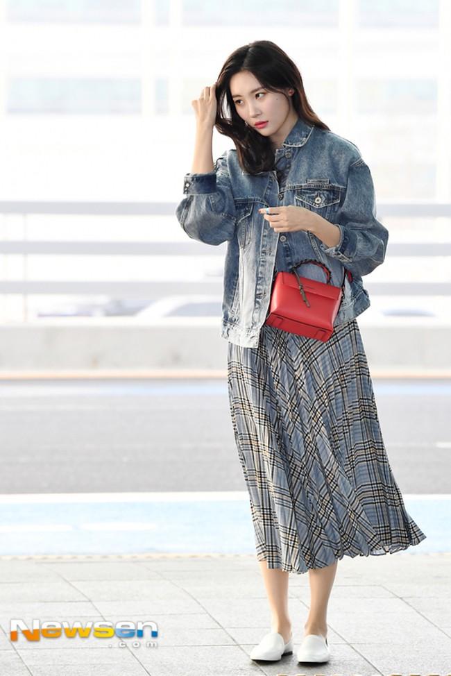 Hà Hồ phô trương ngực trần, Quỳnh Anh Shyn phải mượn áo để chinh chiến street style với dàn sao quốc tế tại Paris - Ảnh 14.
