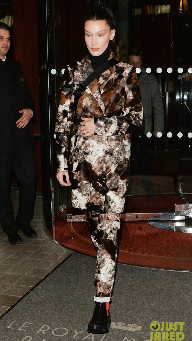 Hà Hồ phô trương ngực trần, Quỳnh Anh Shyn phải mượn áo để chinh chiến street style với dàn sao quốc tế tại Paris - Ảnh 6.