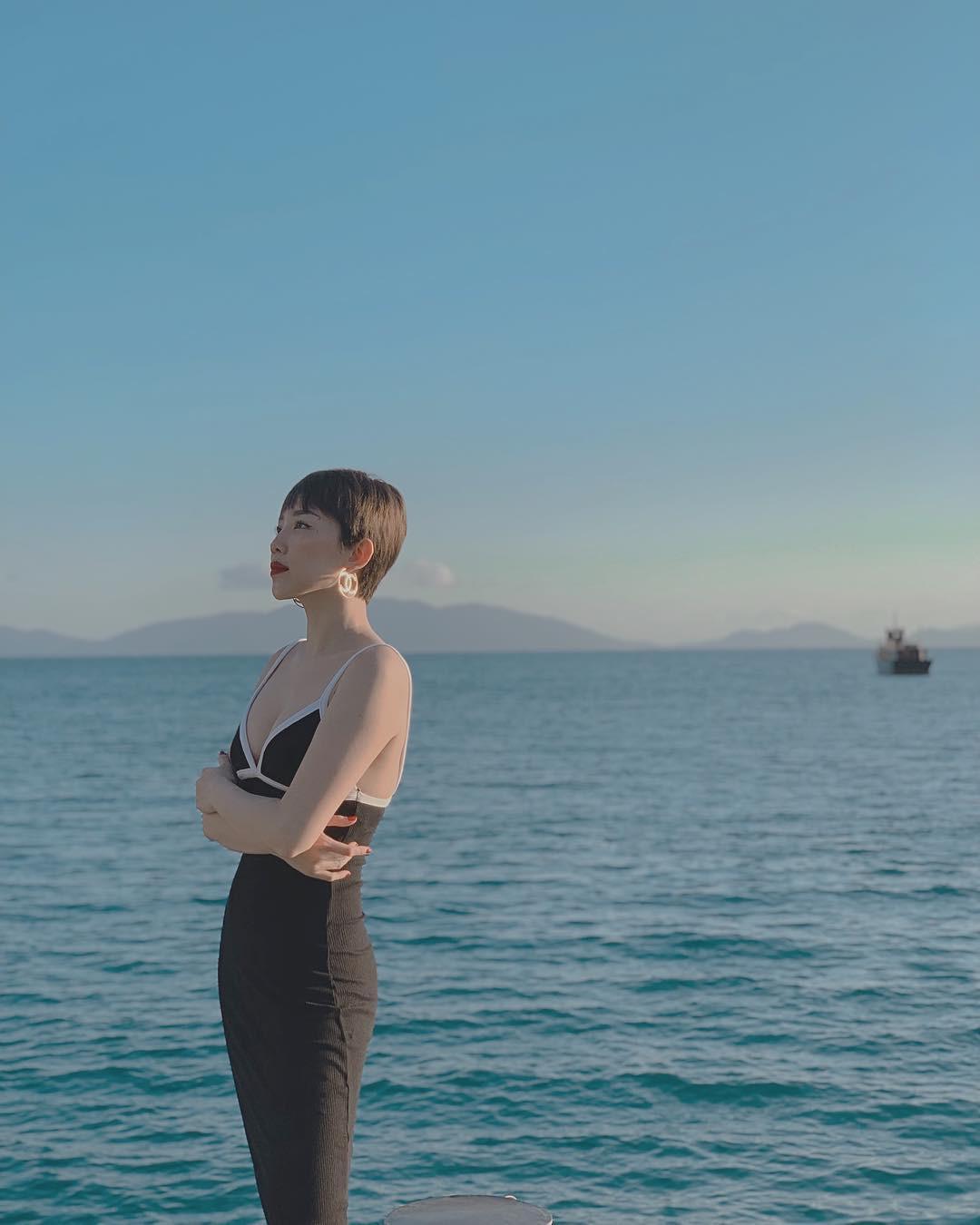 Sở hữu body đỉnh như Tóc Tiên thì ai cũng muốn đi biển 1 ngày, mặc đủ loại bikini chụp hình đăng cả tháng - Ảnh 9.