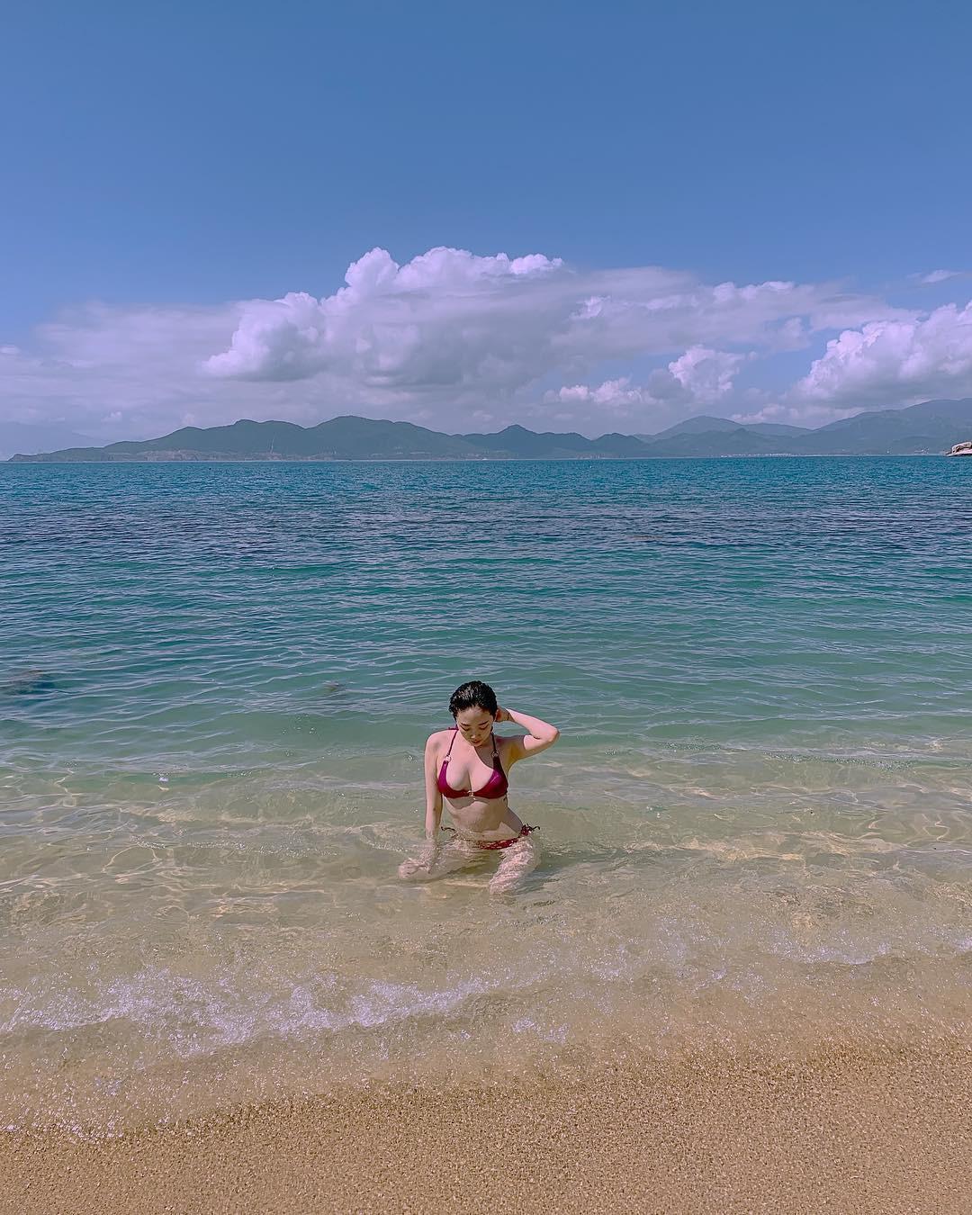 Sở hữu body đỉnh như Tóc Tiên thì ai cũng muốn đi biển 1 ngày, mặc đủ loại bikini chụp hình đăng cả tháng - Ảnh 5.