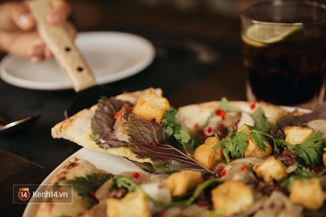 Ăn thử chiếc pizza bún đậu mắm tôm đang khiến dân tình chao đảo: Đầu hàng sau 2 miếng! - Ảnh 5.