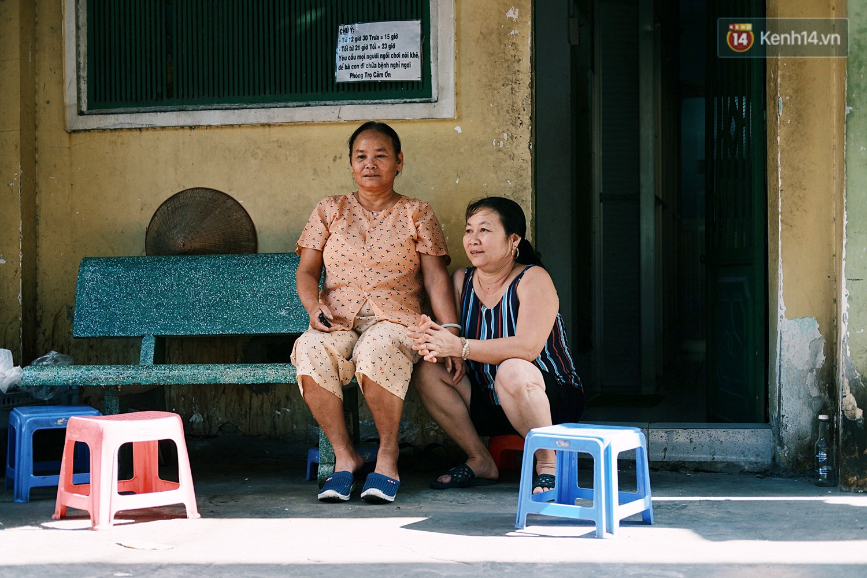 8/3 ở xóm bà bầu Sài Gòn: Những người phụ nữ gian nan đi tìm thiên chức làm mẹ và tình người trong con hẻm hy vọng - Ảnh 1.
