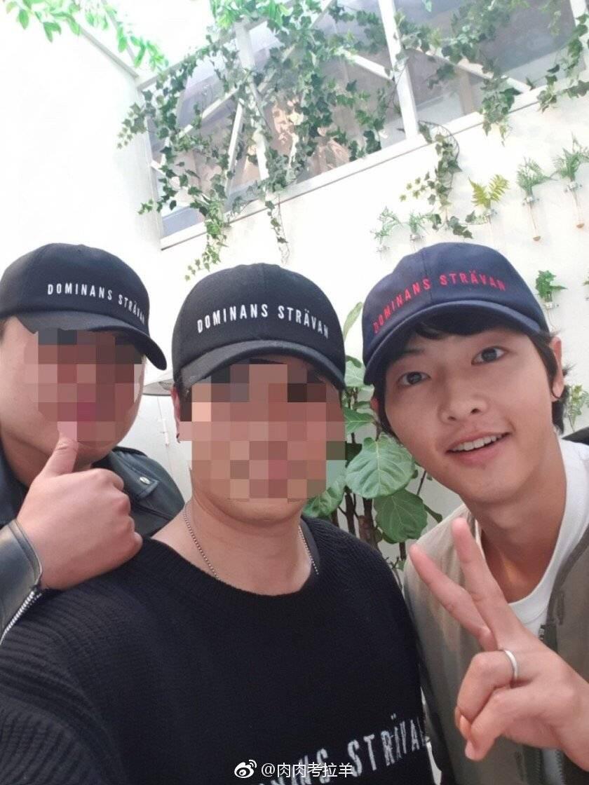 Khi truyền thông đua nhau đưa tin Song Song ly dị, Song Joong Ki đang ở nơi này với diện mạo khiến fan ngã ngửa - Ảnh 5.