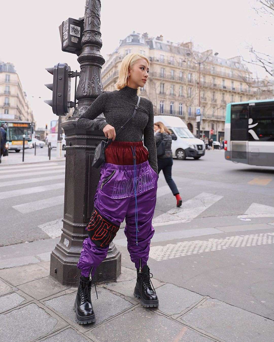 Xét khoản mặc dị tại Paris Fashion Week mùa này, Quỳnh Anh Shyn mà nhận hạng 2 chắc không ai dám làm số 1 - Ảnh 8.