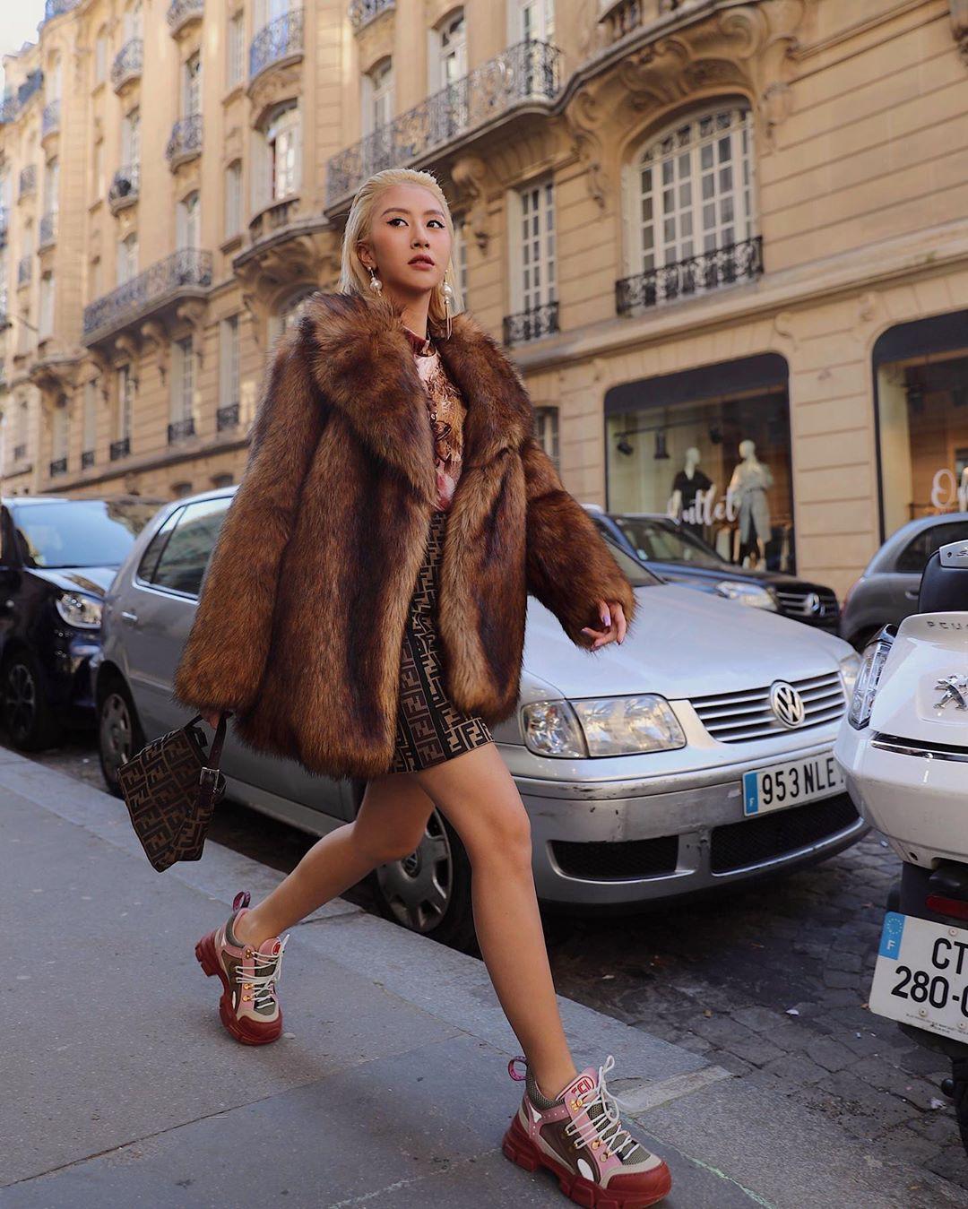 Xét khoản mặc dị tại Paris Fashion Week mùa này, Quỳnh Anh Shyn mà nhận hạng 2 chắc không ai dám làm số 1 - Ảnh 10.