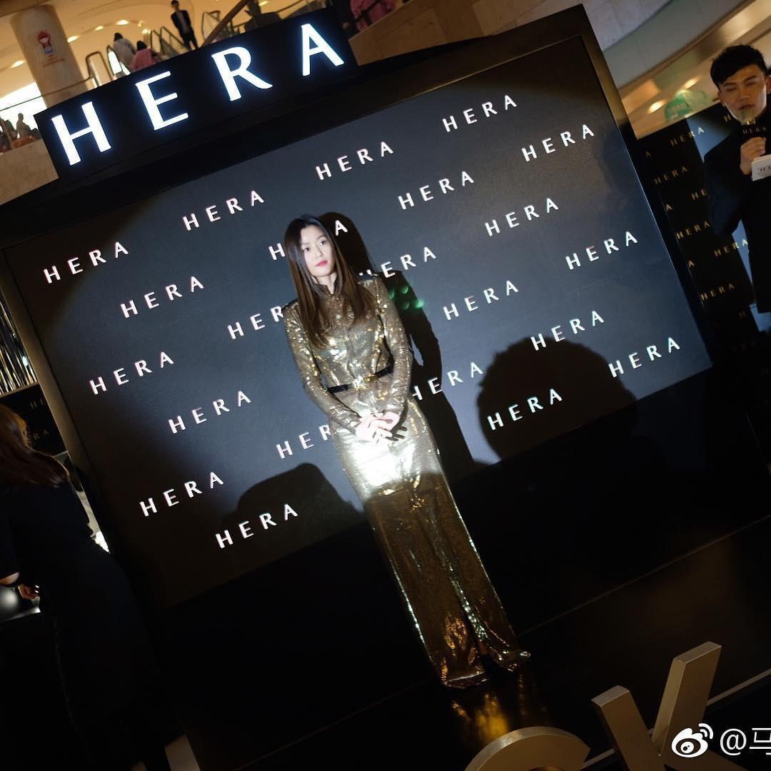Choáng với cảnh tượng mợ chảnh dự sự kiện: Bà hoàng sải bước giữa khu trung tâm thương mại đông nghịt fan - Ảnh 4.
