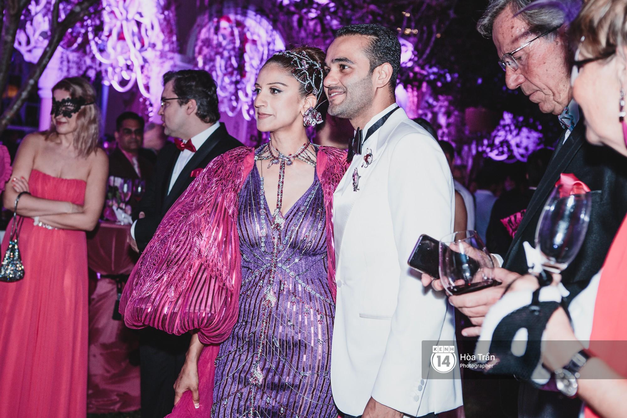 Cặp đôi tỷ phú Ấn Độ lộng lẫy cùng các khách mời đại gia vào đêm tiệc Pink Party đầu tiên ở Phú Quốc - Ảnh 4.