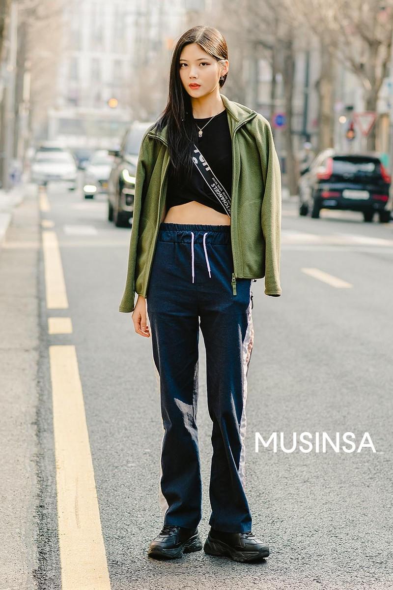 Street style giới trẻ Hàn tuần qua toàn những công thức đẹp thôi rồi mà bạn sẽ muốn diện ngay cho ngày se lạnh tại miền Bắc lúc này - Ảnh 6.