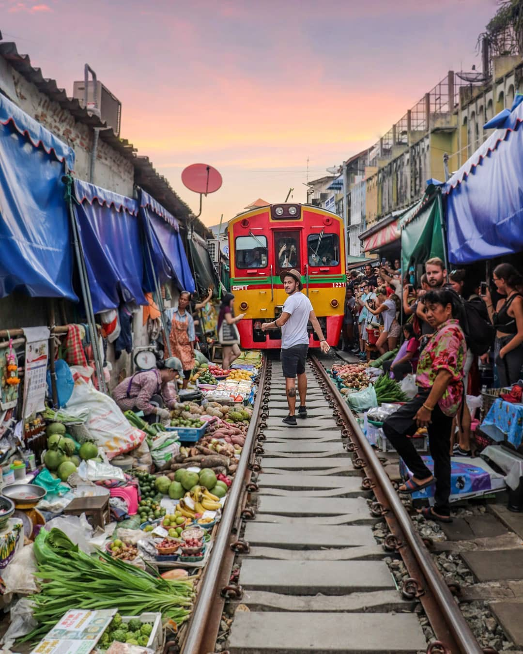 Đã dò ra đường đến khu chợ đường ray độc nhất vô nhị nằm ở ngoại ô Bangkok - Ảnh 3.