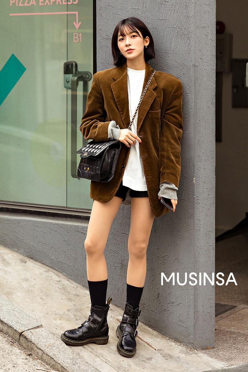 Street style giới trẻ Hàn tuần qua toàn những công thức đẹp thôi rồi mà bạn sẽ muốn diện ngay cho ngày se lạnh tại miền Bắc lúc này - Ảnh 3.