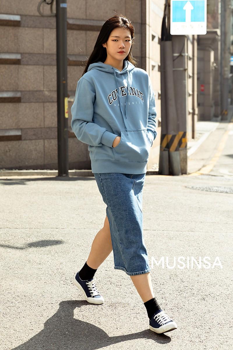 Street style giới trẻ Hàn tuần qua toàn những công thức đẹp thôi rồi mà bạn sẽ muốn diện ngay cho ngày se lạnh tại miền Bắc lúc này - Ảnh 4.