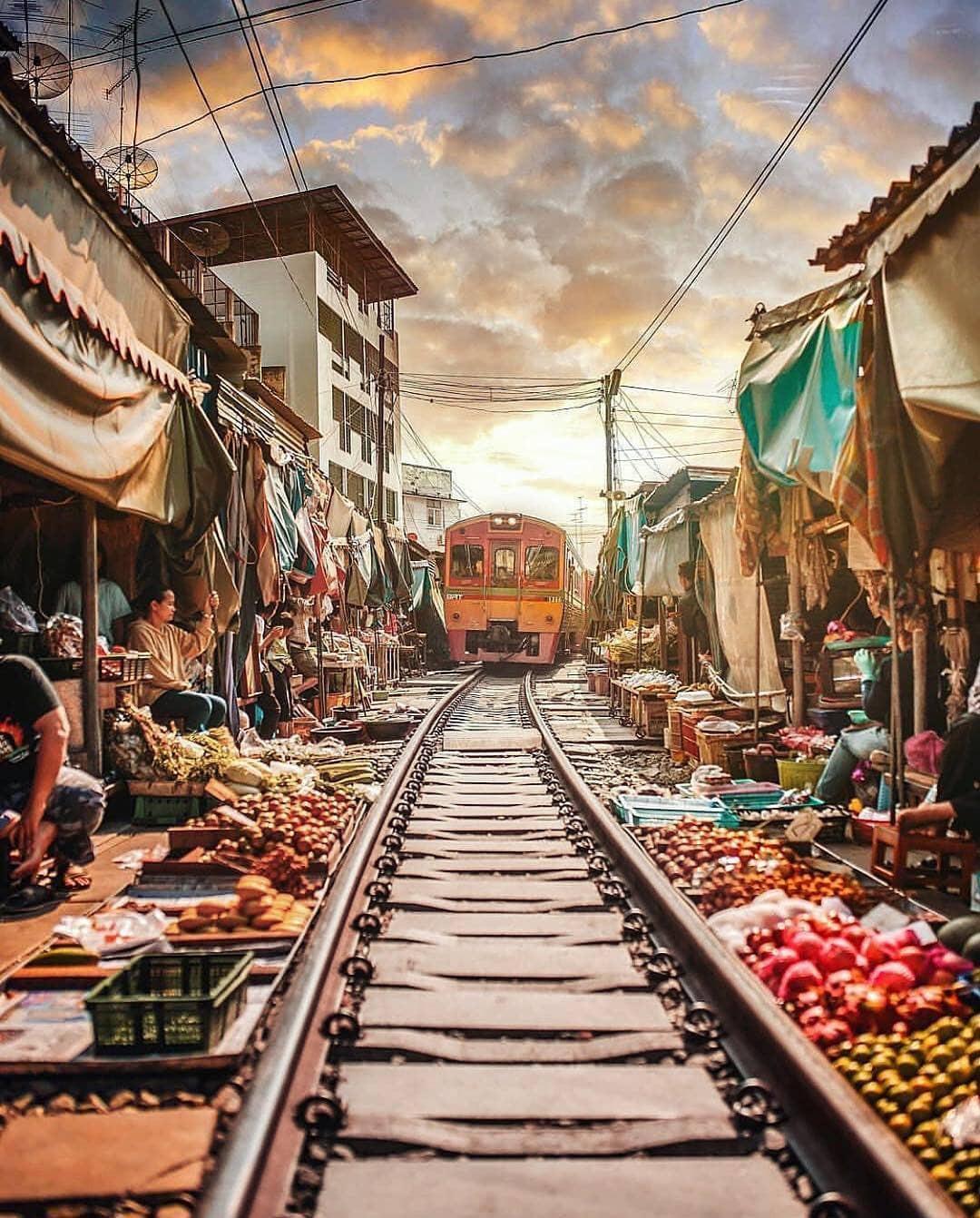 Đã dò ra đường đến khu chợ đường ray độc nhất vô nhị nằm ở ngoại ô Bangkok - Ảnh 1.