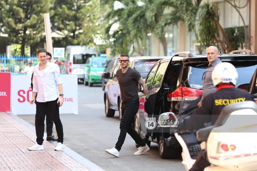 Cập nhật sự kiện có mặt David Beckham tại Việt Nam: Danh thủ nước Anh học làm gỏi cuốn, thân thiện giao lưu với hàng trăm khán giả - Ảnh 16.