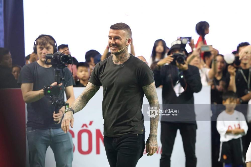 Cập nhật sự kiện có mặt David Beckham tại Việt Nam: Danh thủ nước Anh học làm gỏi cuốn, thân thiện giao lưu với hàng trăm khán giả - Ảnh 2.