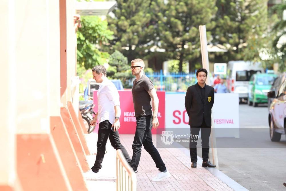 Cập nhật sự kiện có mặt David Beckham tại Việt Nam: Danh thủ nước Anh học làm gỏi cuốn, thân thiện giao lưu với hàng trăm khán giả - Ảnh 17.