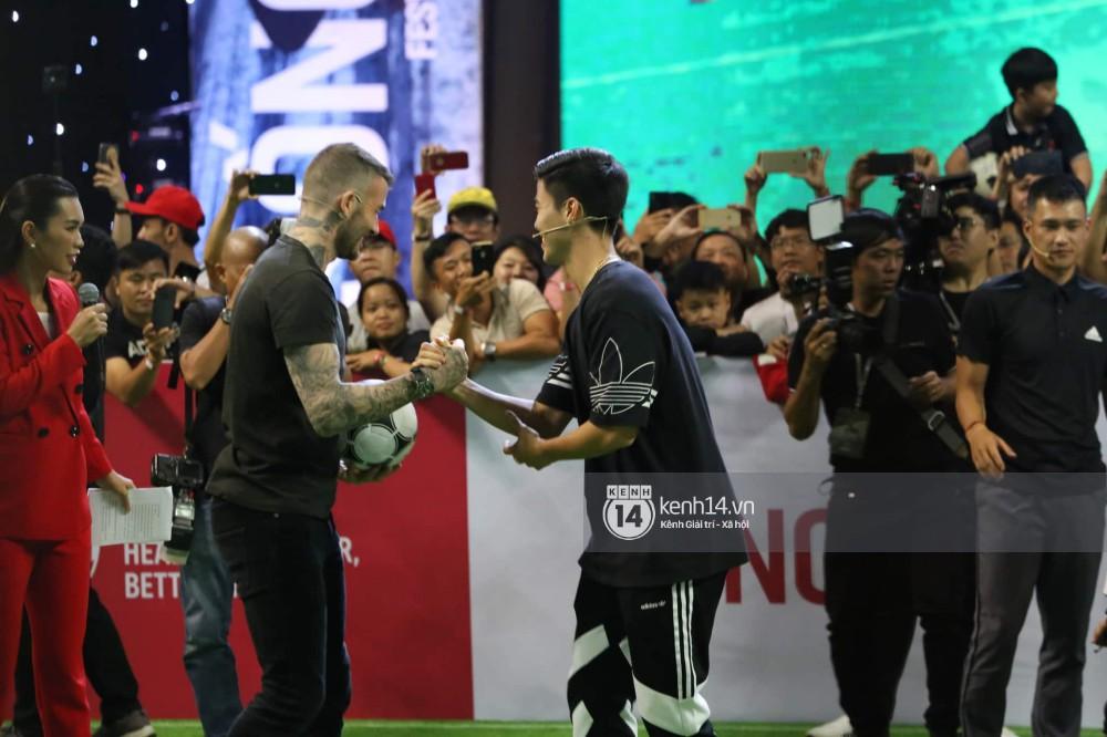 Cập nhật sự kiện có mặt David Beckham tại Việt Nam: Danh thủ nước Anh học làm gỏi cuốn, thân thiện giao lưu với hàng trăm khán giả - Ảnh 12.