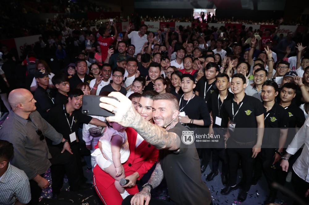 Cập nhật sự kiện có mặt David Beckham tại Việt Nam: Danh thủ nước Anh học làm gỏi cuốn, thân thiện giao lưu với hàng trăm khán giả - Ảnh 15.