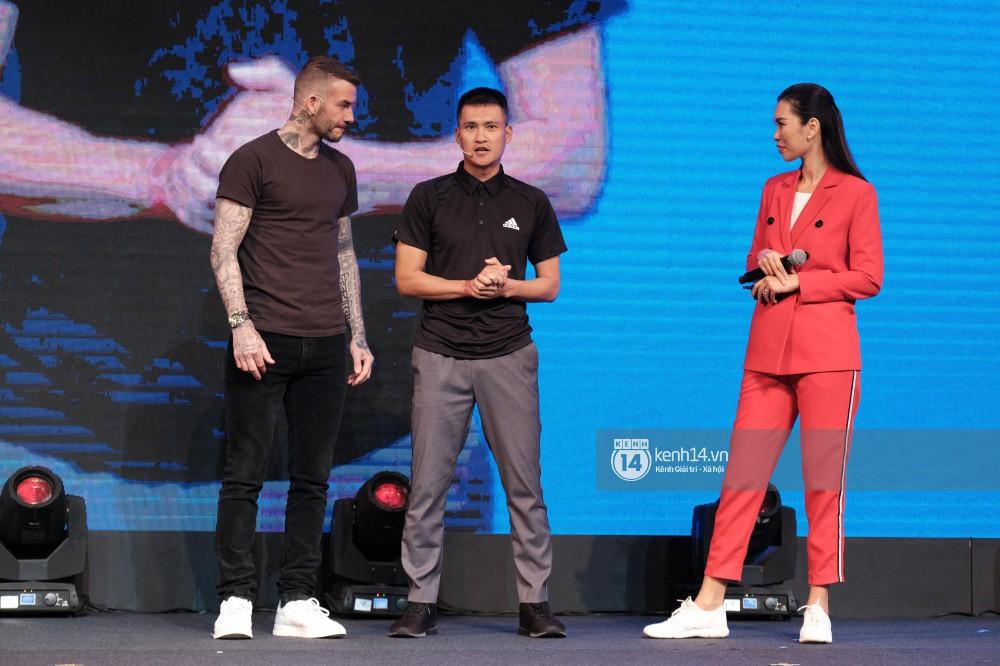 Cập nhật sự kiện có mặt David Beckham tại Việt Nam: Danh thủ nước Anh học làm gỏi cuốn, thân thiện giao lưu với hàng trăm khán giả - Ảnh 5.