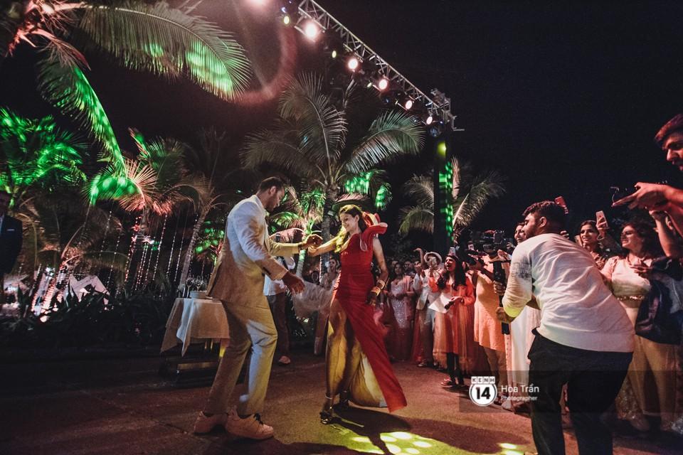 Chùm ảnh: Những khoảnh khắc ấn tượng nhất trong hôn lễ chính thức của cặp đôi tỷ phú Ấn Độ bên bờ biển Phú Quốc - Ảnh 18.