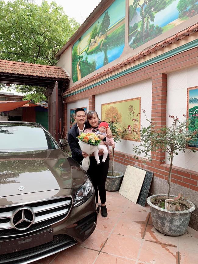 Chân dung mẹ bỉm chẳng phải chân dài hay hot girl vẫn được chồng yêu chiều, tặng quà 8/3 là chiếc Mercedes 2,5 tỷ - Ảnh 2.
