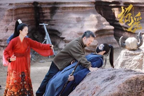 """Chịu nổi không, được hôn mỹ nhân Chiêu Dao nhưng Hứa Khải lại tố """"bị hôn đến tróc da, môi như ăn phải ớt""""! - Ảnh 13."""