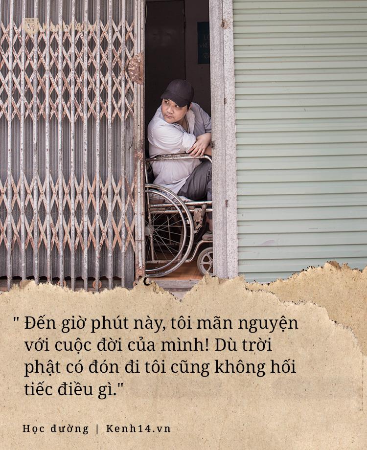 Chuyện về người thầy liệt tay chân, viết chữ bằng miệng vẫn dạy học cho trẻ em nghèo: Tôi không đi chữa bệnh vì có xu nào dành hết cho con ăn học - Ảnh 9.