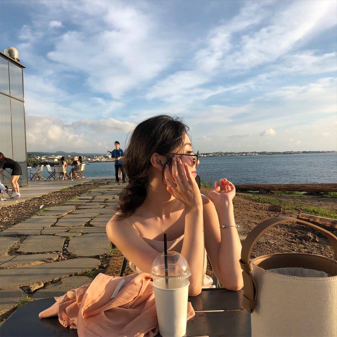 Tiệm cà phê một thời của G-Dragon đang là thánh địa sống ảo hot nhất đảo Jeju, Chi Pu và Changmakeup cũng vừa check-in ở đây - Ảnh 6.