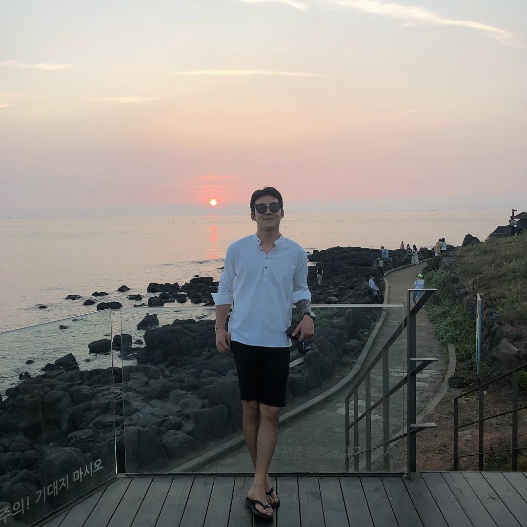 Tiệm cà phê một thời của G-Dragon đang là thánh địa sống ảo hot nhất đảo Jeju, Chi Pu và Changmakeup cũng vừa check-in ở đây - Ảnh 14.