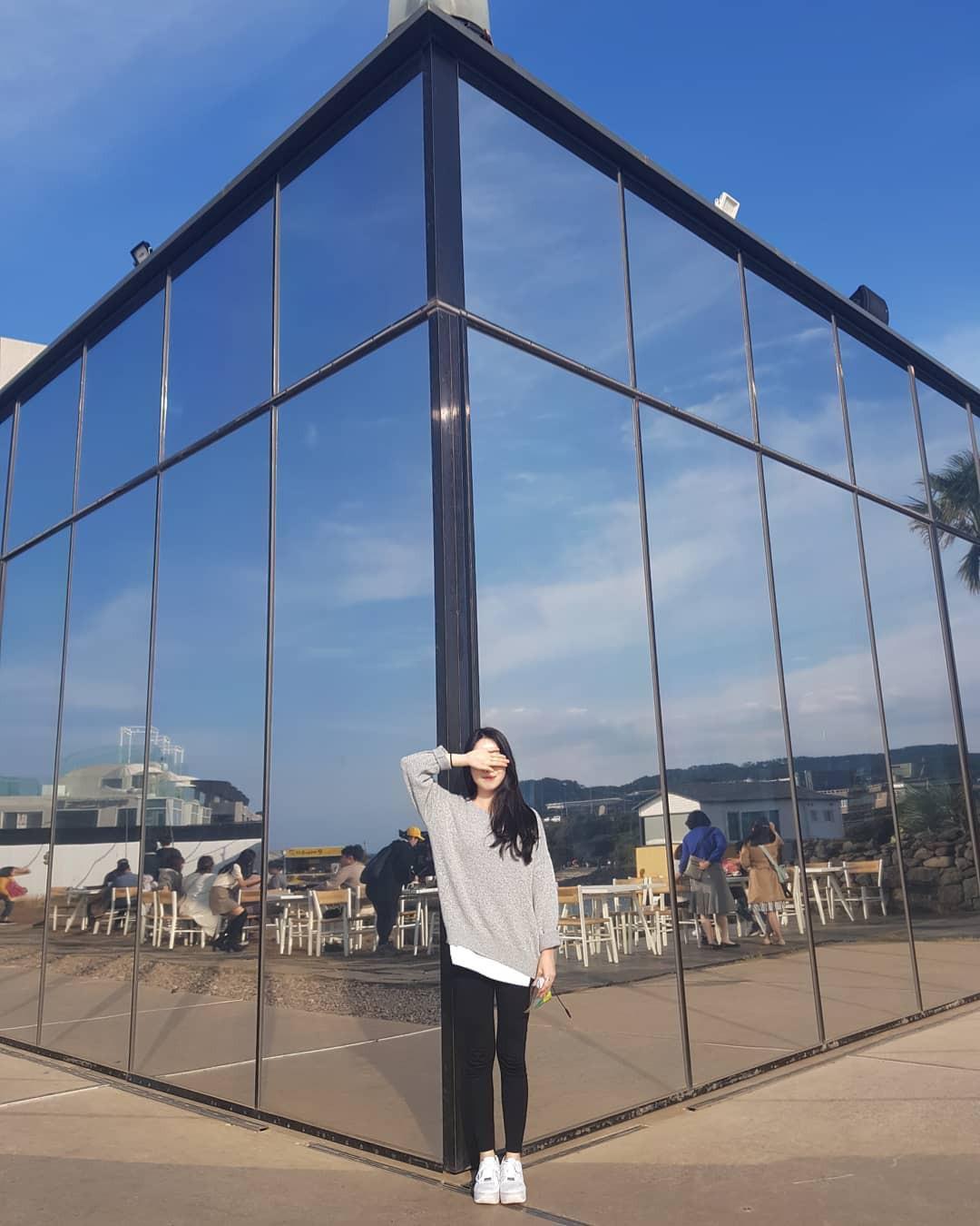 Tiệm cà phê một thời của G-Dragon đang là thánh địa sống ảo hot nhất đảo Jeju, Chi Pu và Changmakeup cũng vừa check-in ở đây - Ảnh 11.