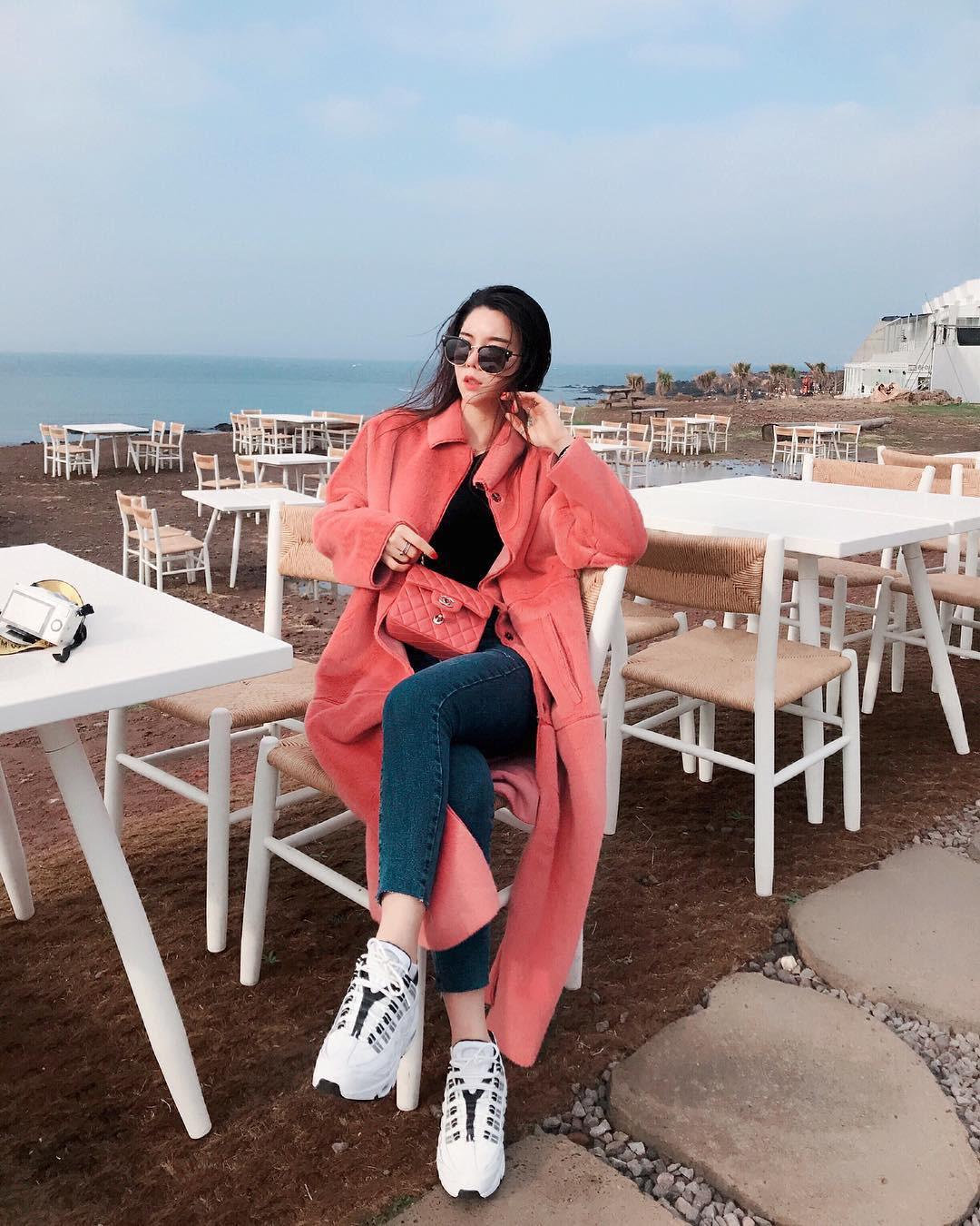 Tiệm cà phê một thời của G-Dragon đang là thánh địa sống ảo hot nhất đảo Jeju, Chi Pu và Changmakeup cũng vừa check-in ở đây - Ảnh 20.