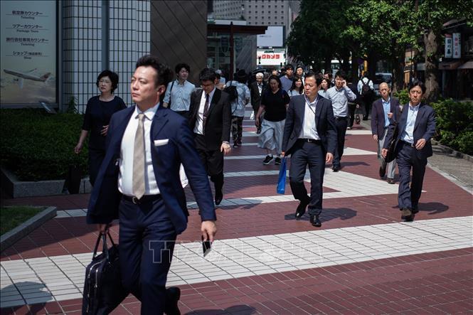 Nhật Bản giới hạn số giờ làm thêm của người lao động - Ảnh 1.