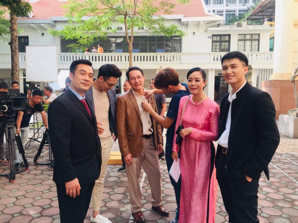 Ekip Chạy Trốn Thanh Xuân tiết lộ Huỳnh Anh nhiều lần đi trễ, có hôm cả đoàn đợi 2 tiếng? - Ảnh 5.
