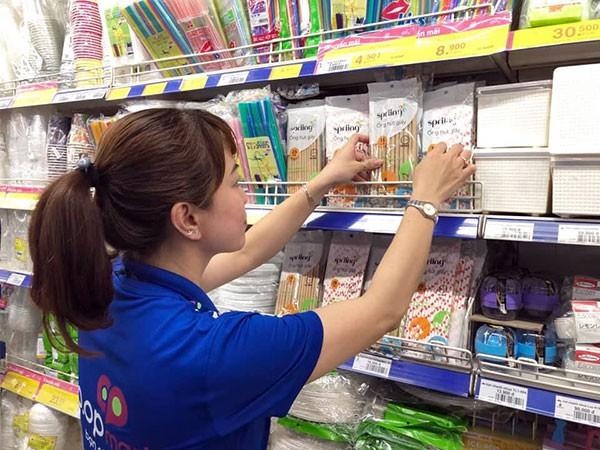 Một siêu thị ở Sài Gòn ngưng kinh doanh ống hút nhựa, thay bằng ống hút giấy và ống hút gạo - Ảnh 3.