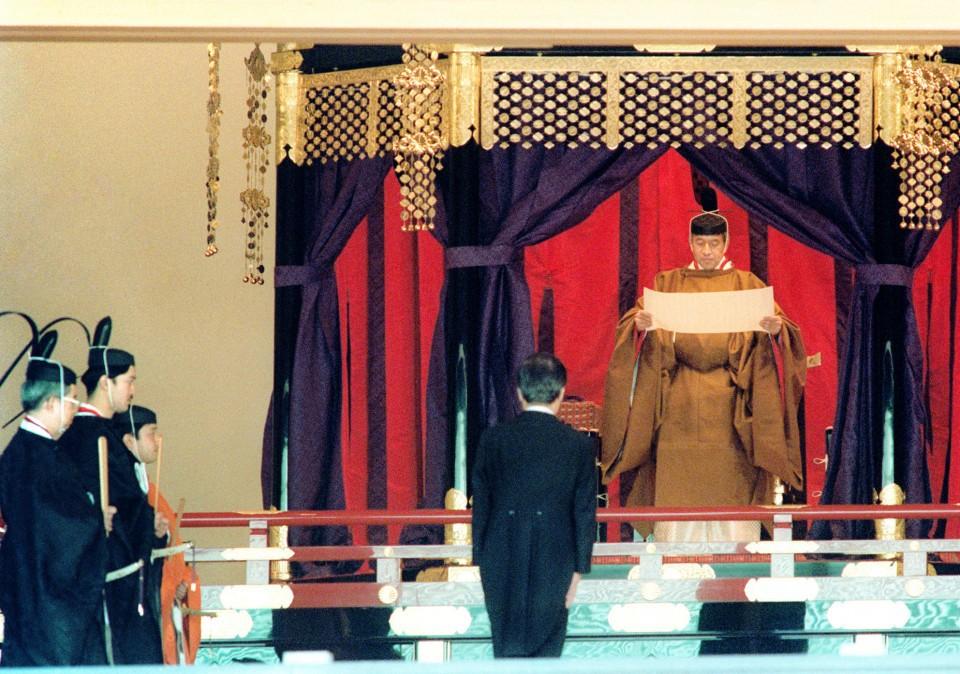 Chuyện tình lãng mạn 60 năm của Vua và Hoàng hậu Nhật Bản: Dù bao năm đi nữa vẫn vui vẻ chơi tennis cùng nhau - Ảnh 10.