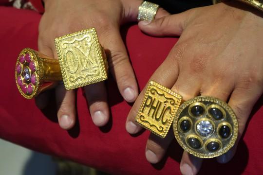 Chân dung Phúc XO: Từ đại gia thuê vệ sĩ cầm vàng đến chủ quán karaoke 60 tỷ bị tạm giữ vì dính líu ma túy - Ảnh 5.