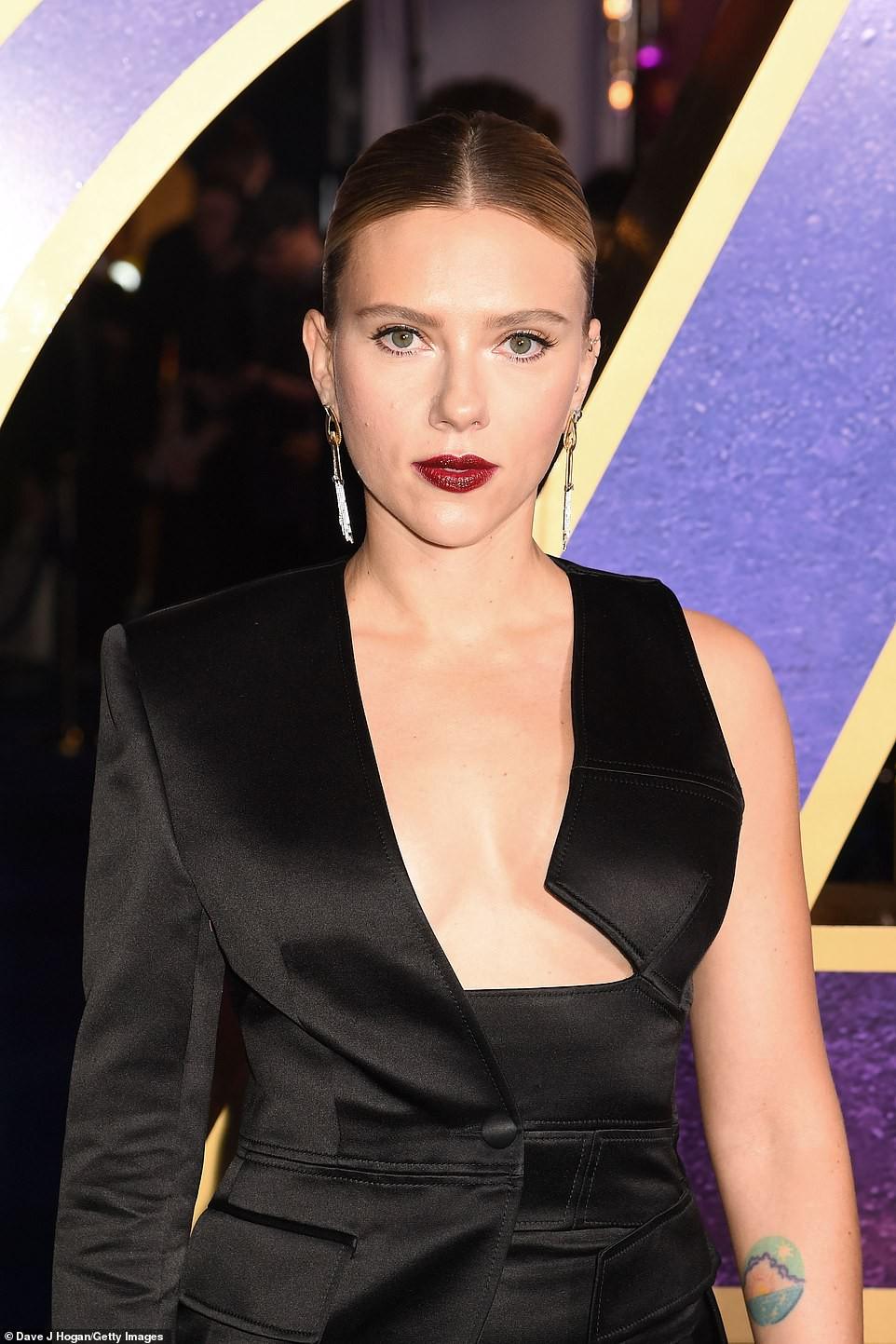 Sự kiện Avengers gây chú ý: Mỹ nhân Scarlett Johansson nơm nớp vì hở quá bạo, liên tục cười tít mắt với Thor - Ảnh 7.