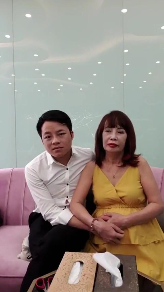 Cô dâu 62 tuổi xuất hiện với bụng bầu vượt mặt, chính thức trả lời về thông tin mang thai với chồng trẻ - Ảnh 1.